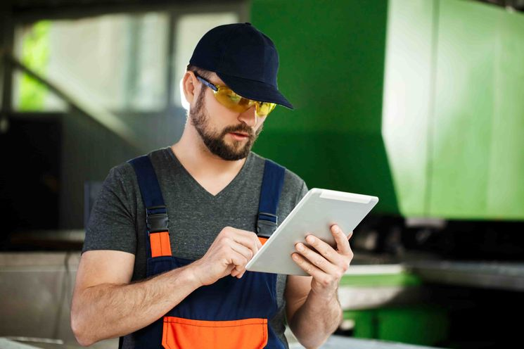 worker using manufacturing software in saudi arabia